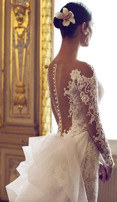 Wonderfully elegant, innovative designs, luxurious fabrics, pure, sophisticated lines and delicate lace details, these gorgeous wedding dresses are perfect for classic and romantic brides all over the world. Take a look and get inspired.