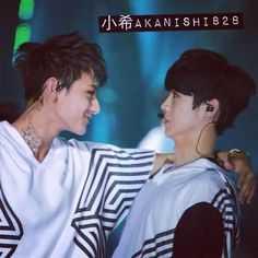 Sexy Tao and Scared Lulu XD ♡<<omo Luhan´s face is terrific
