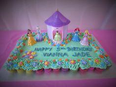 Disney Princess Birthday Cake - pull apart cupcakes cake / Easy Disney Princess Birthday Cake / Cake decorated by toys / Flower Garden Cake