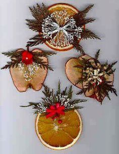 Dried Fruit Ornaments, Wreaths and Swags *seal w/ clear acrylic sealer* – Home Decoration Primitive Christmas, Rustic Christmas, Winter Christmas, Christmas Holidays, Christmas Projects, Holiday Crafts, Christmas Tree Ornaments, Christmas Wreaths, Christmas Door