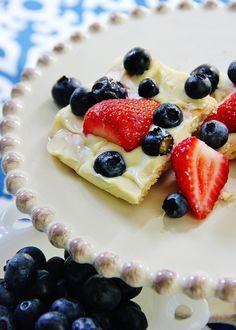 strawberry-blueberry-bars (w/ vanilla wafer crust & white chocolate)