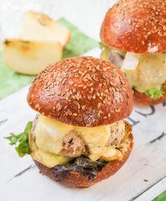 Hamburguesa de pollo con manzana y brie | L'Exquisit