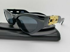 ec4f623404c Gianni Versace Sunglasses Mod Col 852 Genuine Vintage New Old Stock