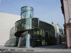 Es un museo de historia natural que se encuentra en la ciudad de Berlín, capital de Alemania. Es una de las instituciones de investigación más importantes del mundo en materia de biodiversidad y evolución biológica y geocientífica y comprende colecciones de zoología, paleontología, geología y mineralogía.
