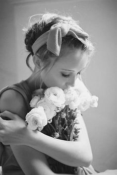 Beautiful photograph by Darling Magazine Beautiful People, Beautiful Pictures, Beautiful Mind, Beautiful Women, Love Flowers, Fresh Flowers, White Flowers, White Roses, Flower Power