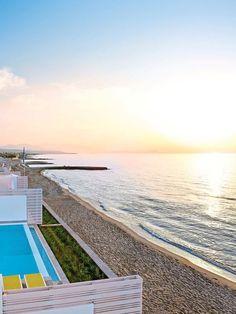 Das #Grecotel White Palace auf #Rhodos ist ein #Luxushotel, wie es im Buche steht. Wie wäre es, wenn ihr morgens von der Sonne wachgekitzelt werdet, eure Terrassentür öffnet und in den #Pool springt? Grecotel LUX.ME White Palace***** #Griechenland #Kreta #Rethymnon #TUI #PrivatePool #DiscoverYourSmile Private Pool, Beach, Outdoor Decor, Water, Home Decor, Beautiful Hotels, Rhodes, Sun, Luxury