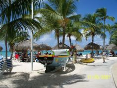 Walk in front of Radisson Aruba