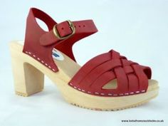 Moheda red clogs