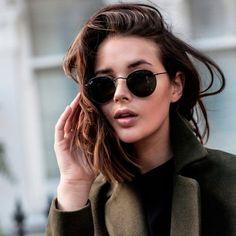 Look com óculos redondinhos. Tipos De Rosto, Óculos De Sol Feminino, Óculos  Feminino 5edca10ca2