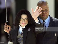 US pop star Michael Jackson is accompanied by a bodyguard as he leaves Santa Barbara County Superior Court in Santa Maria, California 05 April 2005 after a day of testimony in Jackson's trial. AFP PHOTO / Robyn Beck