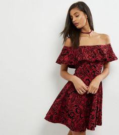 Robe patineuse rouge à col Bardot, bordure volantée et imprimé floral   New Look