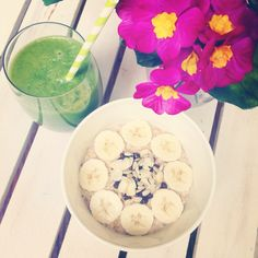 Peanut butter & banana oatmeal with green juice