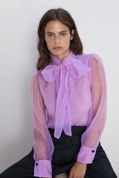 ZARA - Female - Organza blouse with tie - Lilac - Xxl Blouse Zara, Sexy Blouse, Bow Blouse, Zara Tops, Blouse Styles, Blouse Designs, Blouse Bleu Marine, Bluse Outfit, Vestidos Zara