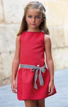 Anabel moda: ARTESANIA AMAYA. Arras y classic Fashion Kids, Little Girl Fashion, Little Girl Dresses, Girls Dresses, Frock Patterns, Moda Kids, Outfits Niños, Dolce And Gabbana Kids, Beautiful Little Girls