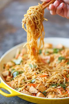 Damn Delicious, Thai Peanut Chicken Noodles - The quickest noodle dish you could ever whip up in less than 30 minutes. Full of flavor, and can be served as a side or main! Thai Peanut Noodles, Thai Peanut Chicken, Thai Chicken Noodles, Spicy Thai Noodles, Peanut Butter Chicken, Yummy Noodles, Garlic Noodles, Chicken Satay, Asian Noodles