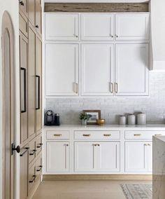 simple style. white kitchen. modern farmhouse.