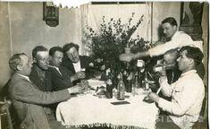 Zudusī Latvija - Vīri noprovē Valsts degvīnu un Pilsenes eksporta alu Objects, Beer, Sweets, Coffee, Root Beer, Kaffee, Ale, Gummi Candy, Candy