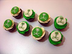 Saudi national day cupcakes by 3bo0od, via Flickr