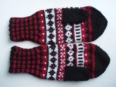 Warm Outfits, Tartan, Knit Crochet, Gloves, Textiles, Wool, Knitting, Winter, Crocheting