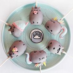 Check out these amazing cake pops by @paperplayground!  ✨#regram #pusheen #pusheenbox