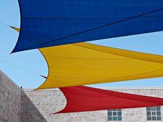 Azul, amarelo e vermelho! Blue, yellow and red!