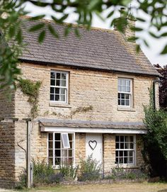 This 1860 Cotswold stone cottage in Oxfordshire was voted Best Cottage in magazine Period Living Readers' Awards Caroline and Anthony . Country Cottage Interiors, Cottage Homes, Cottage Style, Cottage Living, Rustic Cottage, Cottage Ideas, Cottages Anglais, Period Living, English Country Cottages