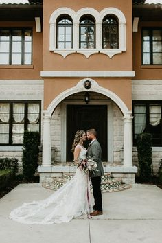This sophisticated and elegant Florida wedding is full of sweet details | Image by Stefanie Keeler Photography