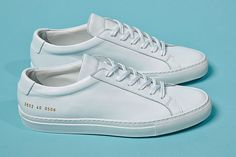 Trainers have become a modern must-own for any style-conscious guy. We identify the key men's sneaker trends for from all-white minimal low tops and gum-soled designs to bold block-coloured and printed styles that are designed to make a statement. White Sneakers, Leather Sneakers, Men's Sneakers, Formal Shoes, Casual Shoes, Minimalist Sneakers, Flat Heel Boots, Tenis Casual, Mens Trainers