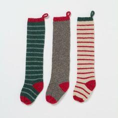 Si tienes niños pequeños, llena medias con jugueticos y dulces para que lo reciban el 25 en la mañana junto a sus regalos