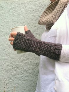 Ravelry: Basketcase Mitts pattern by Amy Miller. May have to look into buying this pattern, but I'm not sure if my skill level is up to this yet. Crochet Mittens, Crochet Gloves, Knit Or Crochet, Knitting Yarn, Hand Knitting, Knitting Patterns, Fingerless Gloves Knitted, Knitted Hats, Wrist Warmers