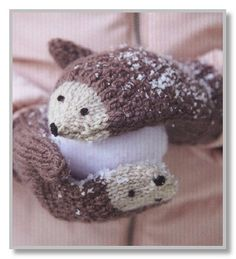 DIY Knit Hedgehog Mittens A free knitting pattern by Andie. (Mingky Tinky Tiger + the Biddle Diddle Dee) Crochet Baby Mittens, Crochet Mittens Pattern, Knitting Patterns Free, Knit Crochet, Crochet Patterns, Free Pattern, Crochet Gifts, Easy Crochet, How To Knit Mittens