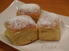 POTŘEBNÉ PŘÍSADY:  Buchty:  500 g hladké mouky 20 g droždí 250 ml vlažného mléka 130 g cukru krupice 1 vanilkový cukr 60 g másla 2 vejce špetka soli  ...