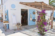 Formentera White Ibiza - The Ibiza Guide Ibiza Beach Club, Beach Cafe, Boutique Interior, Style Californien, Ibiza Restaurant, Ibiza Formentera, Beach Bungalows, Beach Hotels, Spain Travel