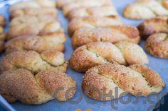 Νηστίσιμα κουλουράκια κανέλας Biscuits, Bread, Food, Crack Crackers, Cookies, Brot, Essen, Biscuit, Baking