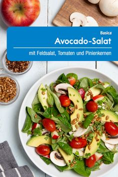 Wash and dry the lettuce. Slice the mushrooms. Pit, peel and slice the avocado. Wash the apple, remove the core and finely dice. Low Carb Recipes, Vegan Recipes, Avocado Salat, Good Food, Yummy Food, Alkaline Foods, Fat Burning Foods, Lunches And Dinners, Cherry Tomatoes