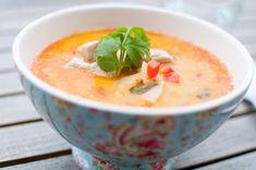 Utan å jamne den til ei glatt suppe med stavmiksar endar du opp med denne varianten, som er. Soup Recipes, Recipies, Cheeseburger Chowder, Thai Red Curry, Spicy, Food And Drink, Vegetarian, Baking, Dinner