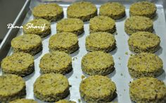 Recipes for leftover cake crumbs Crumb Recipe, Pistachio Cake, Best Cake Recipes, Leftovers Recipes, Cake Icing, Cake Toppings, Muffin, Cookies, Breakfast