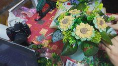Facem un aranjament floral cu floarea soarelui din sapun-Handmade giftbo... Cupcake Soap, Design Crafts, Cupcakes, Plant, Cupcake Cakes, Cup Cakes, Muffin, Cupcake