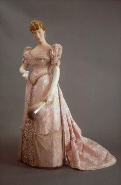 Evening dress, House of Worth, silk damask, ribbed silk and chiffon embroidered with beads, date given as (porbably about French. by yy_sky 1890s Fashion, Edwardian Fashion, Vintage Fashion, Antique Clothing, Historical Clothing, Historical Dress, Vintage Gowns, Vintage Outfits, Charles Frederick Worth