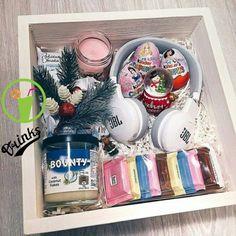 Ideas Birthday Presents Creative Christmas - Gesunde Ideen Christmas Gift Box, Xmas Gifts, Cute Gifts, Diy Gifts, Christmas Birthday, Christmas Ideas, Diy Gift Baskets, Gift Hampers, Basket Gift