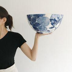 Blue Pottery, Pottery Bowls, Ceramic Pottery, Thrown Pottery, Ceramic Decor, Ceramic Plates, Ceramic Art, Pottery Painting, Ceramic Painting