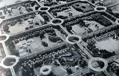 """""""Motopia"""", the name chosen for his plan, sounds like a dystopian settlement intended only for cars. The project, instead, is a real proposal for a town to be built from scratch where roads are located on top of the buildings with roundabouts on each intersection, leaving the groundfloor as a huge pedestrian park.[...]"""