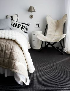 Bedroom inspiration: The pure white wall and charcoal carpet are the same colours used in my own bedroom renovation. Although I'm thinking of buying the Kartell Componibili unit in black rather than decor design Room Bedroom Carpet, Home Bedroom, Bedroom Decor, Bedroom Ideas, Dark Grey Carpet Bedroom, Bedroom Black, Design Bedroom, Teen Bedroom, Dream Bedroom