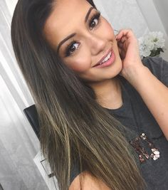 "26.4 k likerklikk, 149 kommentarer – Kaushal (@kaushalbeauty) på Instagram: ""Happy weekend, Angels 💜 HOW amazing is my new hair by my beautiful friend @nickylazou?! I've been…"""