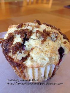 Addicted to Recipes: Blueberry Maple Muffins. These look yummy No Bake Desserts, Just Desserts, Delicious Desserts, Yummy Food, Bake Sale Recipes, Cake Recipes, Boite A Lunch, Baking Cupcakes, Healthy Cupcakes