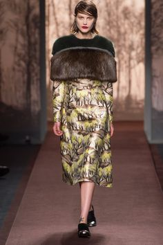 Marni Fall 2013 Ready-to-Wear Fashion Show - Catherine McNeil