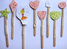 super simple stick puppets for a table top theatre Kids Christmas, Christmas Presents, Homemade Puppets, Paper Folder, Puppet Show, Theatres, Origami Paper, Super Simple, A Table