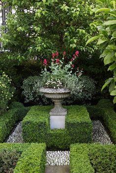 Small Courtyard Boxwood Garden