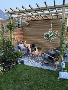 Small Courtyard Gardens, Backyard Vegetable Gardens, Back Gardens, Outdoor Gardens, Backyard Pool Designs, Small Backyard Design, Backyard Patio, Backyard Landscaping, Cottage Patio
