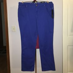 """Apt 9 Cobalt Blue Modern Fit Skinny Pants size 16W Up for grabs is this pair of skinnies from Apt. 9. They are a size 16W with a 30.5"""" inseam, a 41"""" waist and 46.5"""" hips. These pants are the Modern Fit, which sits below the waist and are straight through the hip and thigh. They are a skinny pants style in cobalt blue. These skinny pants are new with the original tag. Apt. 9 Pants Skinny"""